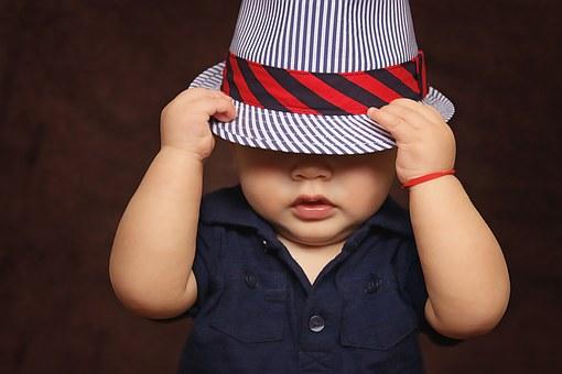 1歳の子供がわざと手を口の奥に入れてえづく・やめない時の対処法