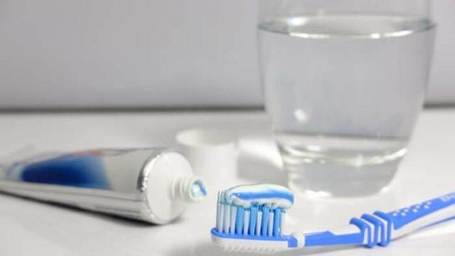 虫歯予防|ハミガキは歯ブラシ1本ではだめ?一緒に使いたい2つのケア用品