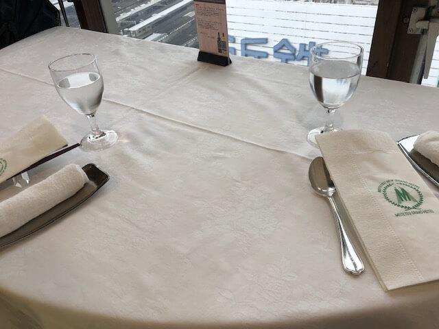名鉄グランドホテルアイリスのテーブル